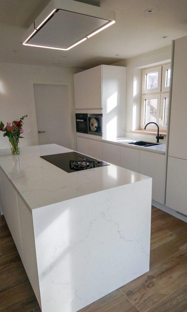 Keuken in Carrara Misterio composiet Unistone